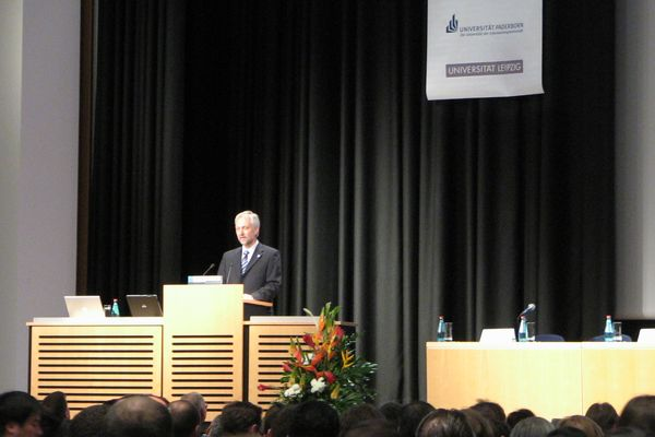 Prof. Schäfer at ICSE 2008 conference opening